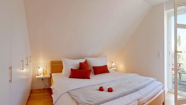 Im Schlafzimmer wartet ein komfortables Doppelbett (180 x 200cm / zwei getrennte Matratzen) sowie ein Flat-TV auf Sie.