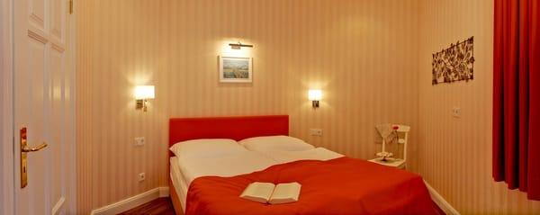 Das Appartement ist wegen seiner jeweils mit Doppelbett ausgetatteten zwei Schlafzimmer das ideale Quartier für Familien mit bis zu zwei Kindern sowie zwei Paare gleichermaßen.