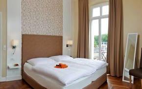 Beide Schlafzimmer sind mit einem komfortablen Boxspringbett ausgestattet. Während das eine Schlafzimmer mit Balkon aufwartet,..
