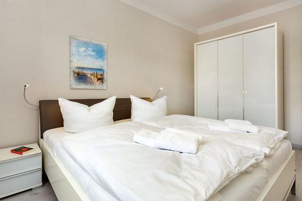 Schlafzimmer 2 mit TV und ...
