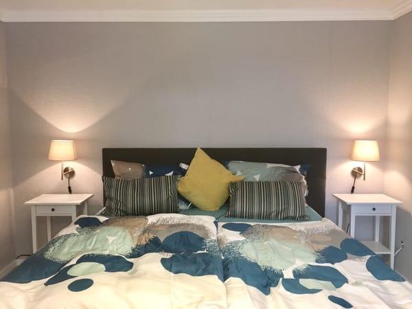 Schlafzimmer mit Boxspringbett 1.80x2.00m