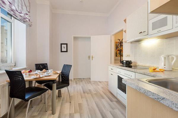 Hier der Blick von der Küche Richtung Wohnzimmer und Flur.