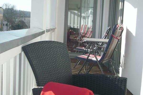 bestuhlter Balkon