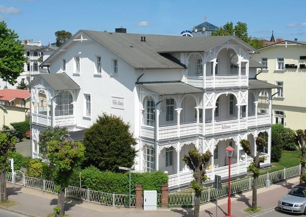 Die Villa Iduna liegt nur wenige Schritte vom Strand und vom Zentrum entfernt.