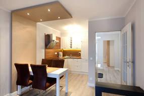 Die schöne, neue Küchenzeile bietet mit Geschirrspüler, Backofen etc. allen erdenklichen Komfort.