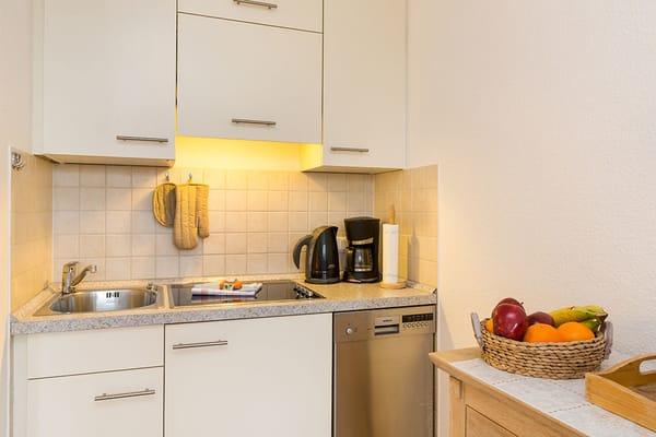 Hier der Blick auf die Küchenzeile im Wohnzimmer.