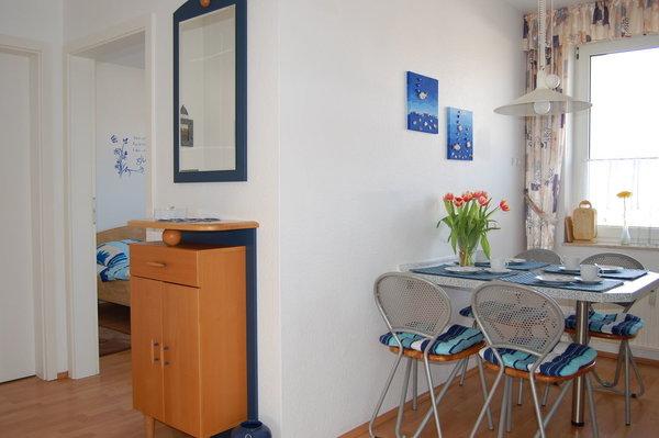 Die helle Wohndiele bietet viel Platz für die Gäste.