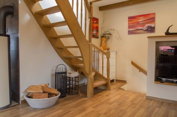 Treppe zum Schlafbereich im Dachgeschoß