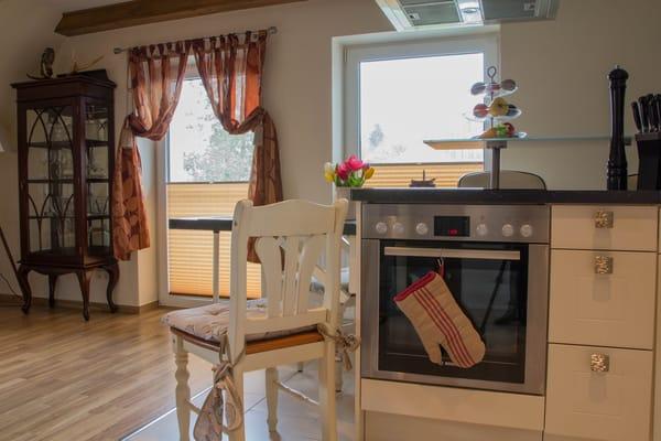 Küchenbereich mit Essecke
