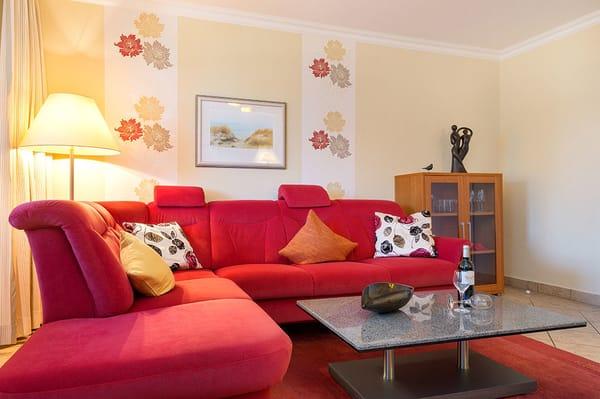 Auf der Couch kann für 1-2 Personen aufgebettet werden.