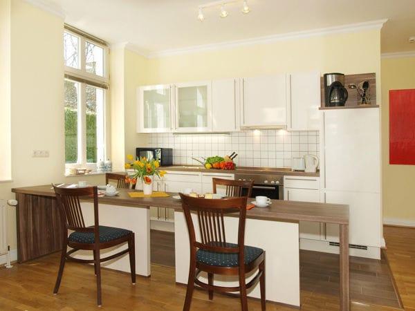integrierte Küche mit Theke