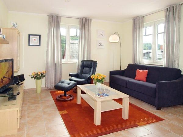 gemütlicher Wohnbereich  mit Schlafcouch 1,60 x 2,00 m