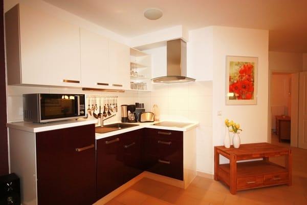 offene Küche mit Mikrowelle