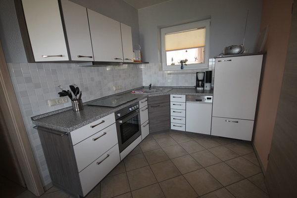 Unser Küchenbereich mit Geschirrspüler u.a.