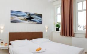 Das Appartement verfügt über zwei gleichwertige Schlafzimmer mit Doppelbett und Flat TV.