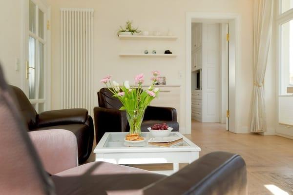 Der Wohnbereich ist hell und freundlich eingerichtet: 3D Flat TV mit Bluray, WLAN mit iPad sowie eine Sonos-Musikanlage stehen zu Ihrer Verfügung.