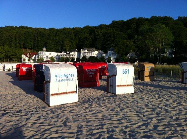 Von Mai bis September steht ein Strandkorb am Strand kostenfrei für Sie bereit.