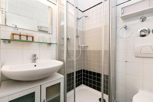 Hier der Blick in das neue Duschbad.