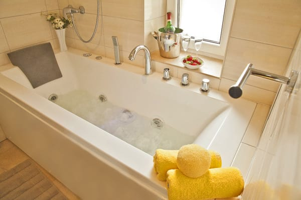 Villa See-Eck FeWo 1.OG - Badezimmer mit Whirlpool