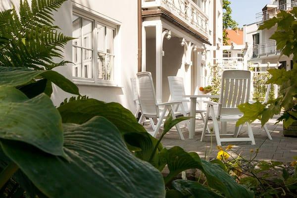 Herzlich willkommen im Urlaub! Im Bild die große Terrasse.