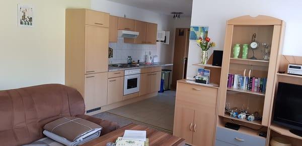 Wohnzimmer mit Küchenzeile