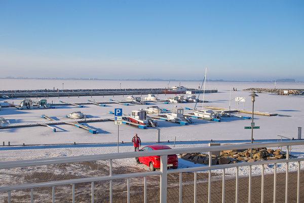 Der Hafen von Wiek im Winter
