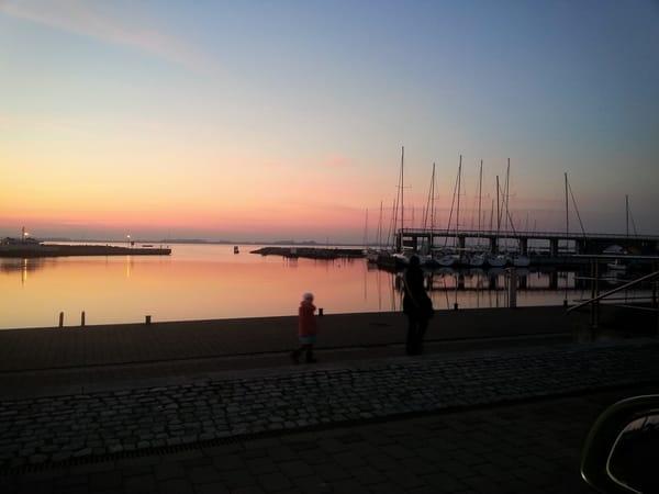 Sonnenuntergang über den Wieker Hafen