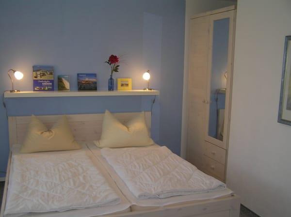 Schlafzimmer mit Doppelbett 1,80x2,00 in Komforthöhe