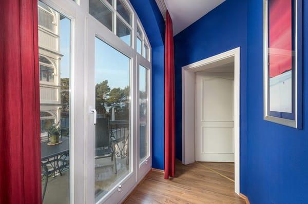 Hier der Fur zum Balkon und zum Schlafzimmer.