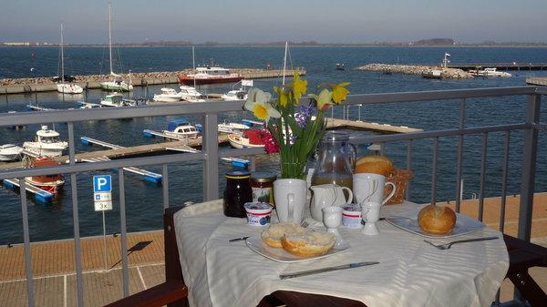 Blick vom Balkon auf den Wieker Yachthafen