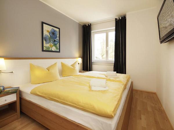modernes Schlafzimmer mit Doppelbett 1,80 x 2,00 m, 2. Schlafzimmer mit Doppelbett 1,60 x 2,00 m