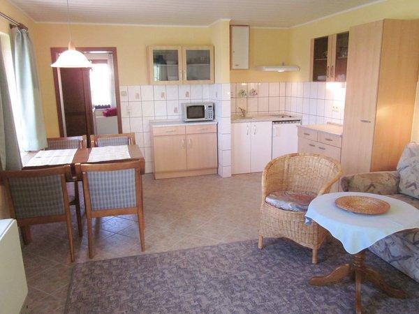 Essbereich für 4 Pers. mit Küchenzeile