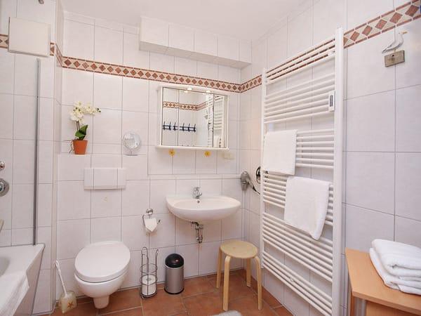 Bad mit Wanne/WC