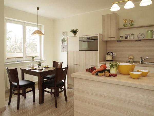 Küchezeile mit Eßplatz