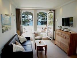 Wohnbereich / Meerseite mit hochwertigen Möbeln (Wöstmann- Rolf Benz)
