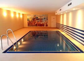 Poolbereich im Untergeschoss des Hauses