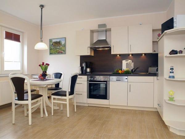 integrierte Küchezeile mit Eßplatz