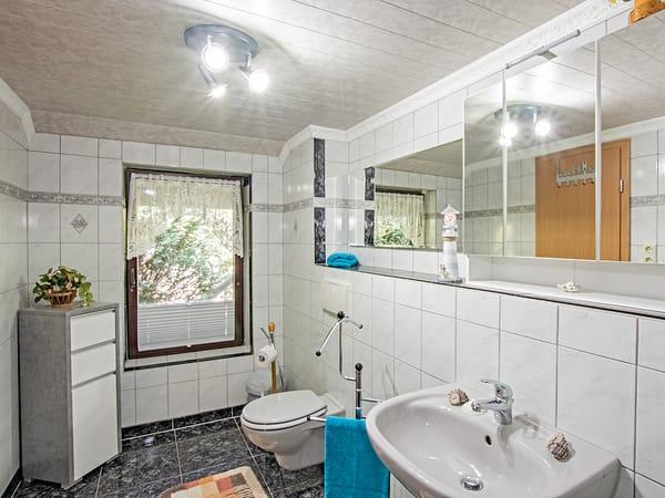 Badezimmer mit WC.
