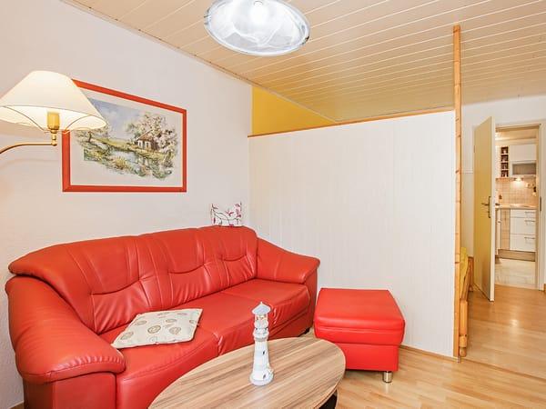 Wohnbereich mit Couch.