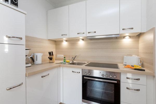 2017 wurde eine neue schicke Küchenzeile eingebaut. Sie beinhaltet Geschirrspüler, Backofen, Mikrowelle, Kühl-Gefrierkombination, Wasserkocher, Kaffeemaschine, Toaster, Geschirr etc.