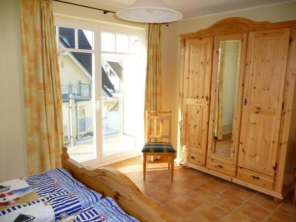 Schlafzimmer im EG mit Balkonzugang