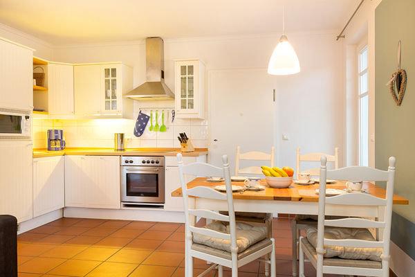Die voll ausgestattete Küchenzeile bietet alle Annehmlichkeiten für Ihren Urlaub.