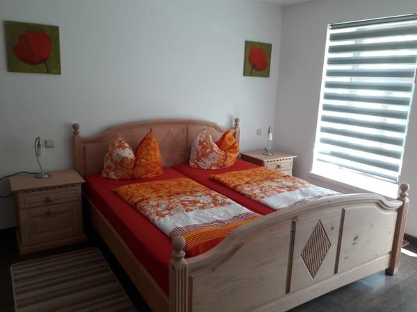 Schlafzimmer 1 mit Doppelbett und Schlafsofa