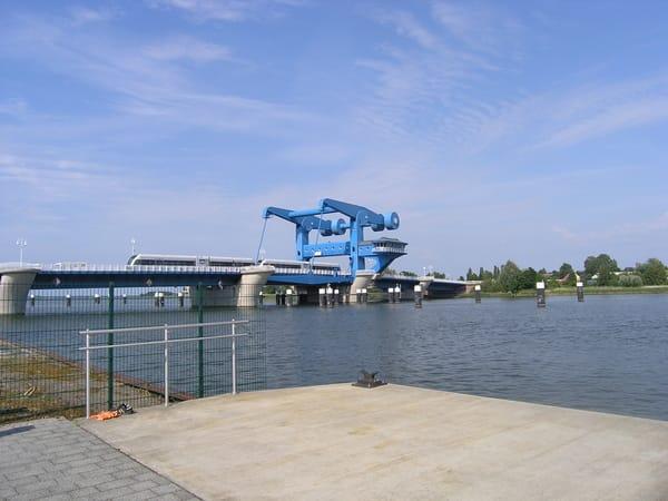 Wolgast Klappbrücke..das blaue Wunder...