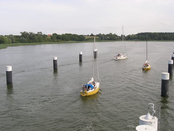 Schiffe fahren Richtung Krummin