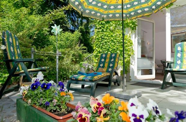 Grill-Liebhaber kommen ebenfalls auf Ihre Kosten, denn auf der Terrasse ist das Grillen im Grünen selbstverständlich gestattet.