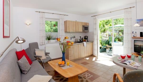 usedom ahoi idyllisch im gr nen und strandnah 2 zimmer ferienwohnung nr 2 heringsdorf. Black Bedroom Furniture Sets. Home Design Ideas