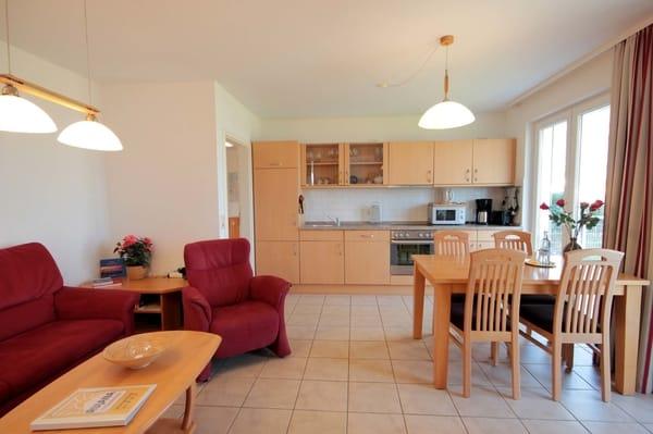 integrierte Wohnküche mit separatem Eßplatz