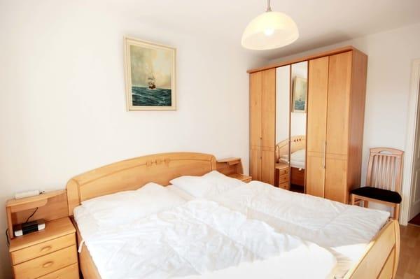 2 Schlafzimmer mit je einem Doppelbett