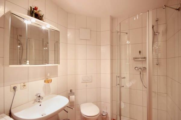 Wannenbad mit Dusche / WC / Waschmaschine